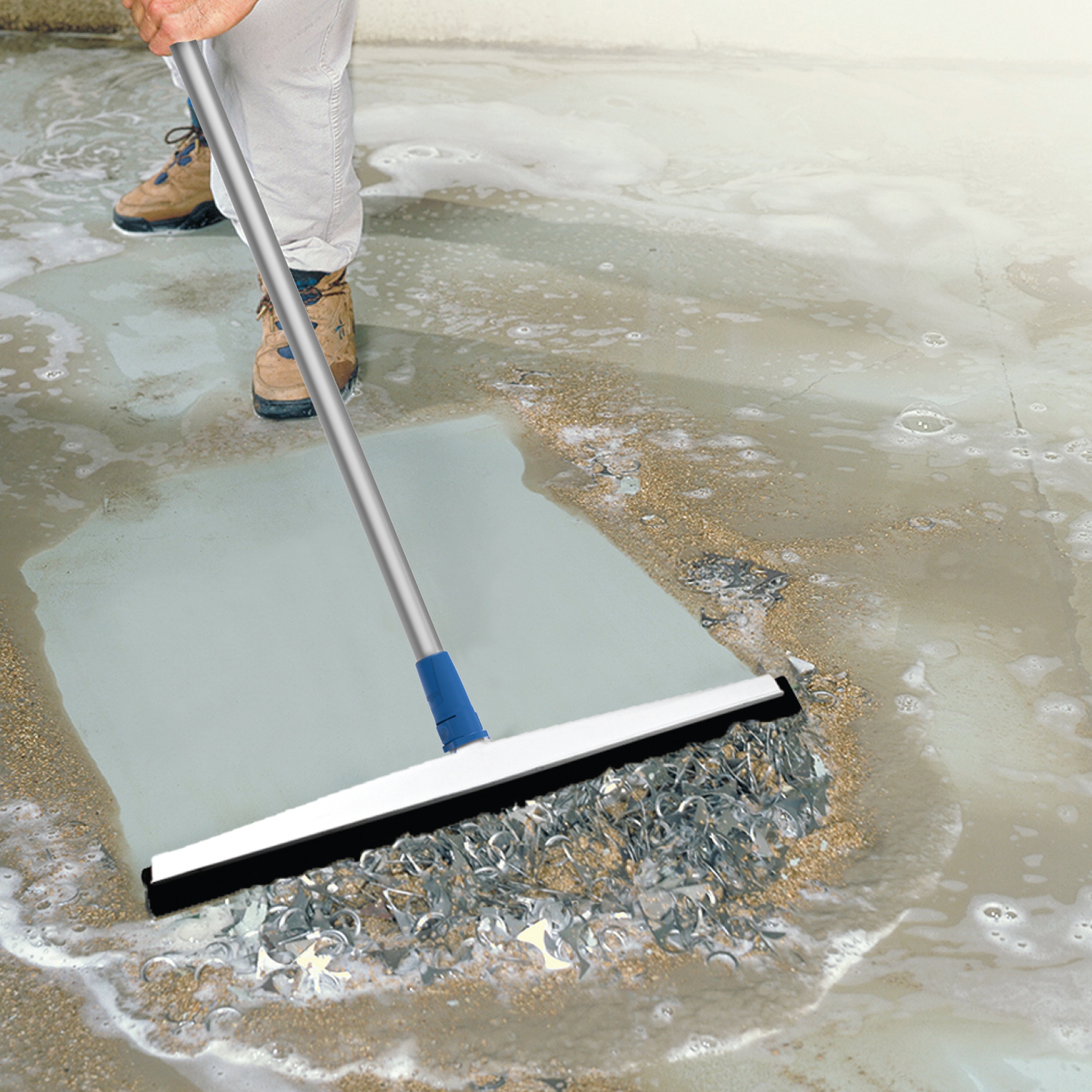 975350_UP_LKO_22 Foam Floor Squeegee_life_1000