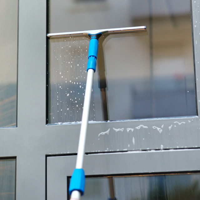 18″ Professional ErgoTec Squeegee - Unger Window Squeegees & Scrubbers